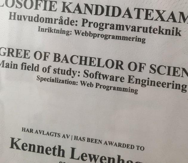 Ett examensbevis att rama in och hänga på väggen.