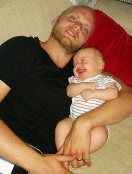 Andreas med son.